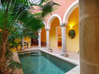 A mini-urban hacienda in the heart of Merida's bohemian art district. - Merida vacation rentals