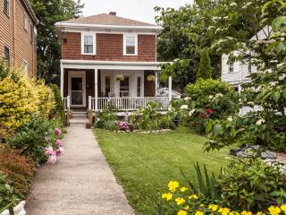 Cozy, 2 bedroom house near medical area! - Jamaica Plain vacation rentals