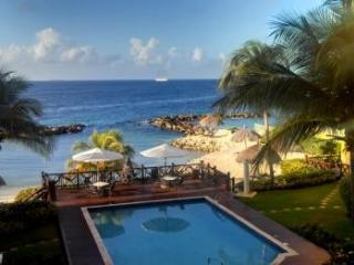 Beautiful Ocean-Front Apt. private beach pool  Wilmstad - Willemstad vacation rentals