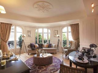 Contemporary chic living in the heart of Paris - London vacation rentals