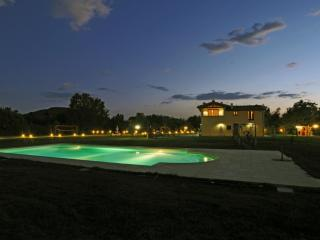 VILLA IL PONTICELLO with pool and wonderful garden - Castiglion Fiorentino vacation rentals