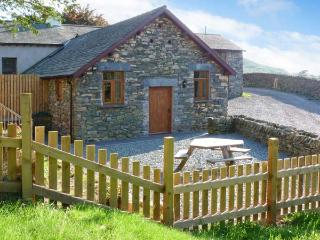 YEW TREE COTTAGE hot tub, four poster bed, woodburning stove in Coniston Ref 25868 - Cumbria vacation rentals
