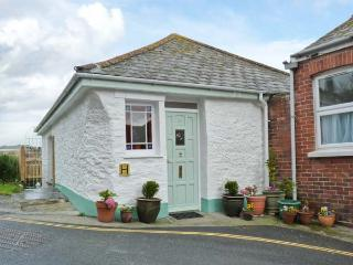 ROSE COTTAGE, traditional fisherman's cottage, woodburner, enclosed garden, sea views, in Mevagissey, Ref 25581 - Cornwall vacation rentals