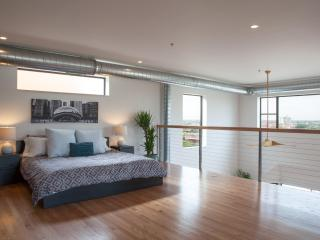 3Bed/3Bath Penthouse Loft with Incredible View - Chicago vacation rentals