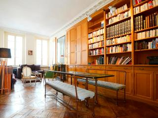 ***GREAT VALUE 2 bedrooms 2 bathrooms*** CENTRAL PARIS MARAIS - 3rd Arrondissement Temple vacation rentals
