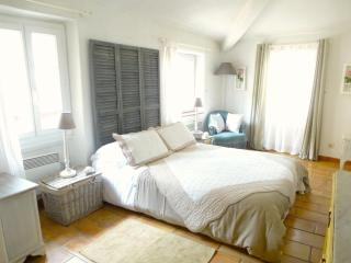 Pretty Corner House in Heart of Village with WiFi - Cagnes-sur-Mer vacation rentals