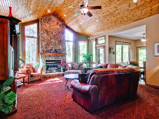 Beautiful wood furnished home, pet friendly, hot tub, fire pit, shuttle on demand - Moose Tracks Lodge - Mountain Village vacation rentals