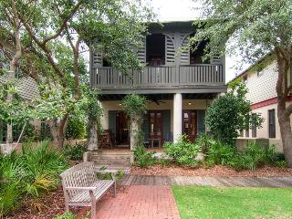 Charming, family-friendly cottage with green play space in heart of Rosemary Beach (two free bikes!) - Cotton-Carrigan Cottage - Inlet Beach vacation rentals