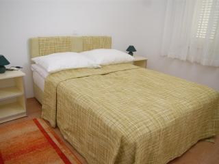 Charming apartment Bety 3 for 5 persons with a terrace in Novalja - Novalja vacation rentals