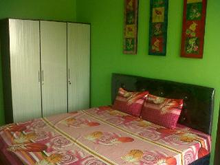 BIG APPARTMENT with 3 BEDROOMS close to 3 MALLS - Jakarta vacation rentals