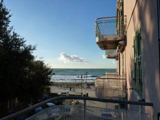 2 bedroom Apartment 20 mt.from the beach with sea view - Levanto vacation rentals