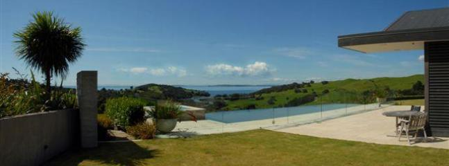 Pool outlook - Te Muri Ridge Luxury Accommodation - Auckland - rentals