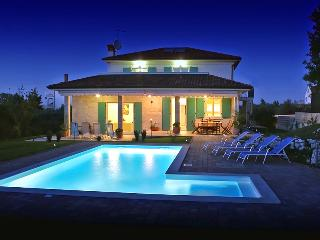 Luxurious 5 bedroom villa with private pool near Rovinj - Sveti Petar u Sumi vacation rentals