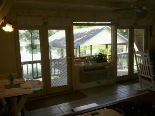 Lakefront Cozy Cottage on a quiet private lake - Livingston vacation rentals