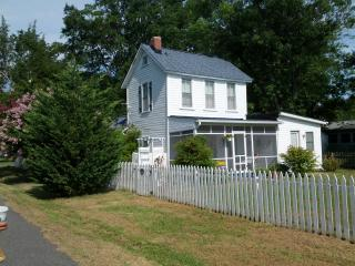 Charming Colonial Beach Cottage--Emma Frances - Colonial Beach vacation rentals