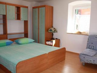 Split center apartment 3 just 3 min away from sea - Bol vacation rentals