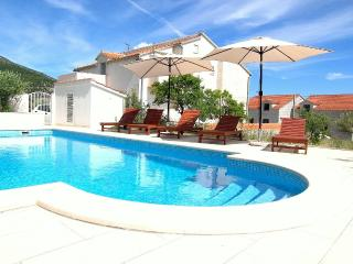 Bol apartment 10 min from center and beach - Bol vacation rentals