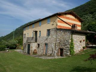 charming farmhouse, pool & views!!! - Lucca vacation rentals