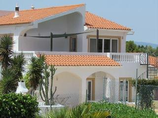 VIVENDA SUMMERTIME - Fabulous 6 Bedroom Villa with private tennis court and large pool - Carvoeiro vacation rentals