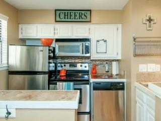 Luxury Condo Heart of Dallas Walkable to Fun/Food - Dallas vacation rentals