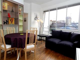 Sunny 1BR with Terrace in 1st Arrondissement - Paris vacation rentals