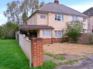 EXPLORER HOUSE, family and pet-friendly cottage, enclosed decked area, ideal touring location, in Poole, Ref 21632 - Dorset vacation rentals