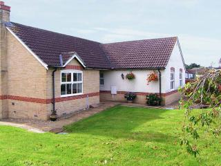 HORN VIEW, detached single-story cottage, off road parking, garden, in Beaminster, Ref 29984 - Beaminster vacation rentals
