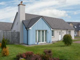STRUAN, detached, pets welcome, all ground floor, off road parking, rear garden, in Aviemore, Ref. 30579 - Aviemore vacation rentals