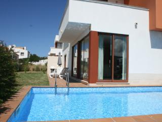 127659 - Modern designer 3 bedroom villa on the Obidos Lagoon with private pool and garden - Ideal for Golf or Surfing Holidays - Obidos vacation rentals