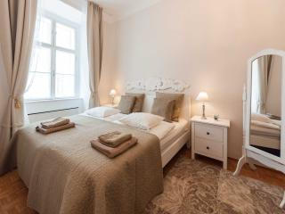 Musette - Elegant 2-room flat near Stephansplatz - Vienna City Center vacation rentals