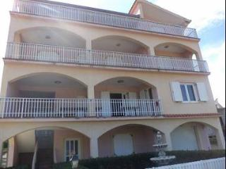 8243 R2(2+1) - Pridraga - Zadar County vacation rentals