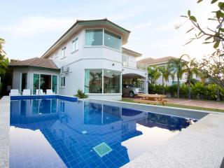 Pattaya - Wonder Villa A 4BED - Ban Bueng vacation rentals