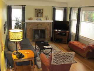 Charming and Arty Seattle Bungalow- great location - Seattle vacation rentals