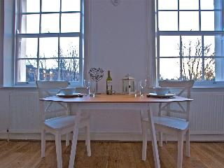 Beautiful serviced studio in Angel - London vacation rentals