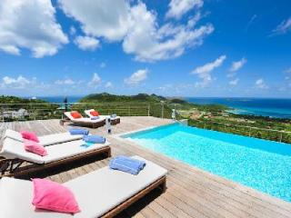 Chic villa Globe Trotter boasts spectacular ocean and sunset views & complimentary rental car - Lurin vacation rentals
