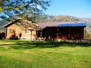 Beautiful 5 bedroom loghome with abundent wildlife. - Leavenworth vacation rentals