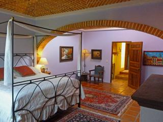 Beautifully Decorated Three Bedroom Home in Centro - San Miguel de Allende vacation rentals