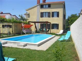Holiday house for 12 persons, with swimming pool , in Sikici - Pula vacation rentals