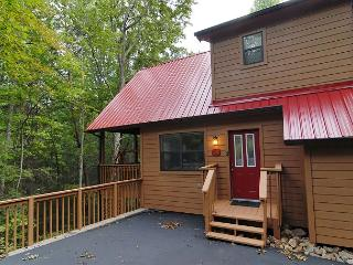Cabin near downtown Gatlinburg in a wooded setting Catch a Falling Star 1127 - Sevierville vacation rentals