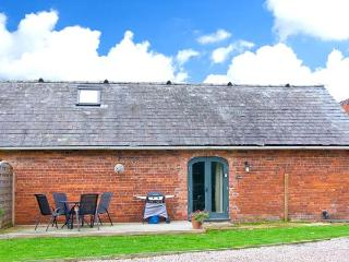 CHESTNUT COTTAGE, pet-friendly, romantic retreat, eco-friendly heating, near Ellesmere, Ref. 23291 - Ellesmere vacation rentals