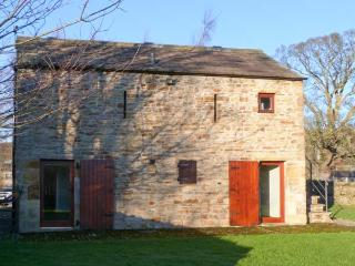 THE BOTHY, detached stone bothy, off road parking, one mile of fishing rights, in Redmire, Ref 29056 - Redmire vacation rentals