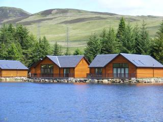Luxurious Lodge overlooking a peaceful lochan. - Foss vacation rentals