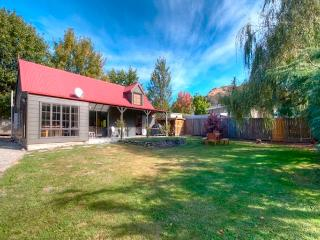 The Red Cottage - Arrowtown Holiday Home - South Island vacation rentals