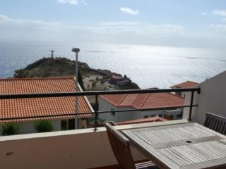 Apartment with sea views in quiet location  in a central location for up to 4 people - PT-1074969-Garajau-CANIÇO - Canico vacation rentals