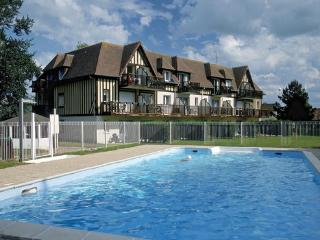 Nice Holiday Flat with heated outdoor pool  - max 4 people - FR-1070994-Varaville - Basse-Normandie vacation rentals