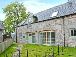 1 KENACLACHER STEADING, family holiday home, coalburning stove, lawned gardens, ample parking, near Kinloch Rannoch, Ref 29655 - Kinloch Rannoch vacation rentals