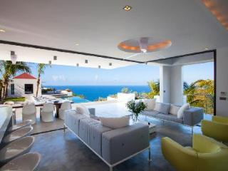 Palm Springs villa offers stunning sunset & ocean views from chic outdoor space - Gouverneur vacation rentals