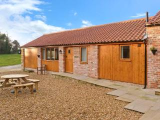 CALF HOUSE, semi-detached ground floor barn conversion, off road parking, WiFi, enclosed communal courtyard, in Thirsk, Ref. 150 - Thirsk vacation rentals