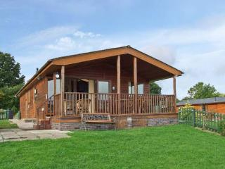 EAGLE RISE LODGE, WiFi, dishwasher, lovely rural views, en-suite facilities, detached lodge near Kinlet, Ref. 30086 - Shropshire vacation rentals
