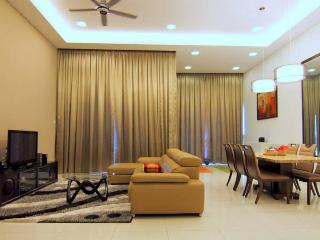 1600 sqft 5* Lower Penthouse Suite from US110/Nt - Malaysia vacation rentals